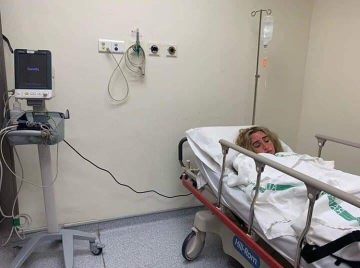 صورة هنا الزاهد في المستشفي