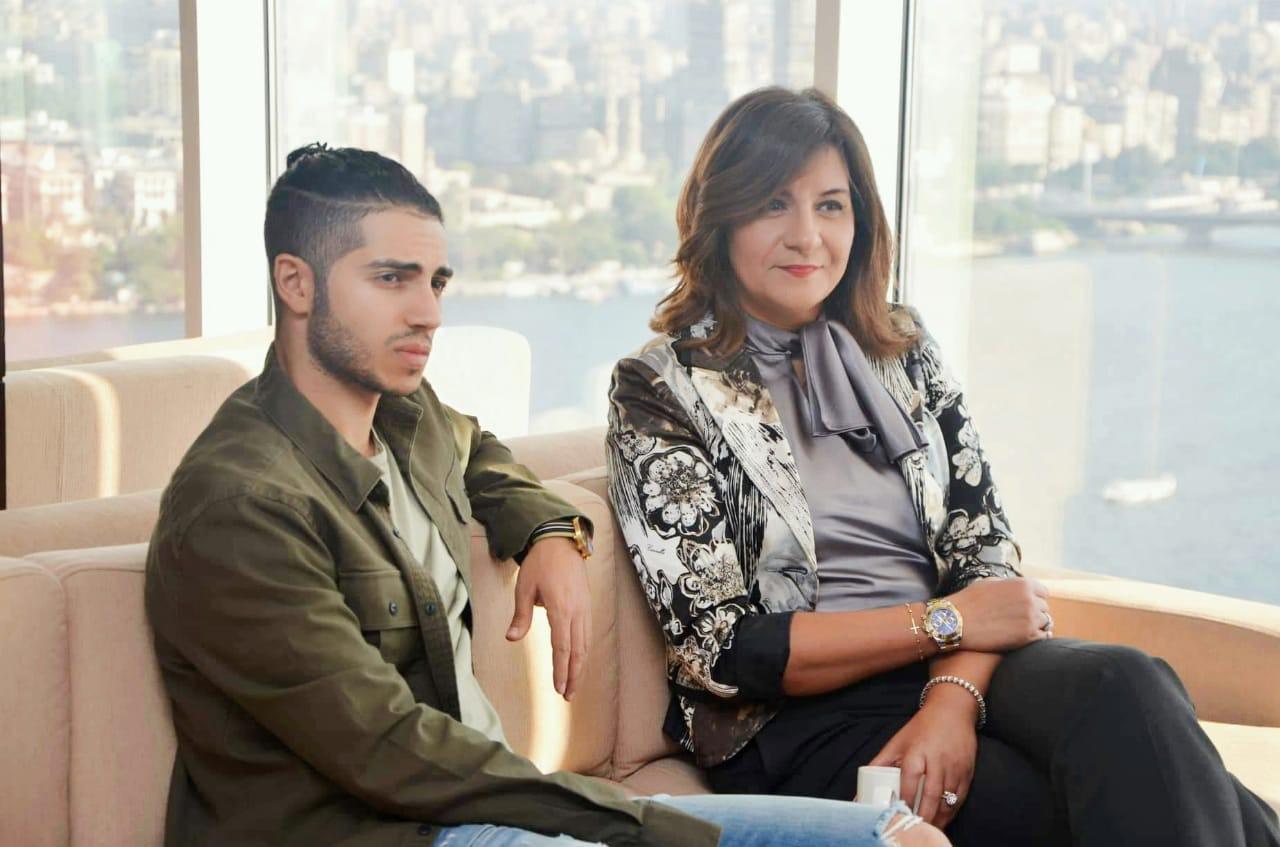 وزيرة الهجرة مع مينا مسعود