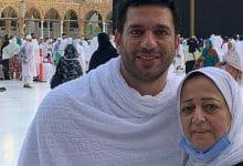 صورة بالصور.. انهيار حسن الرداد اثناء تشييع جنازة والدته